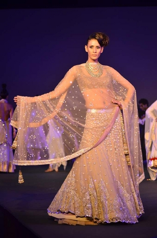 indian bridal lehengas manish malhotra