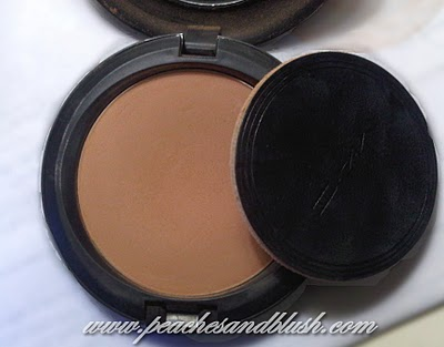 MAC Pressed Powder compact swatch