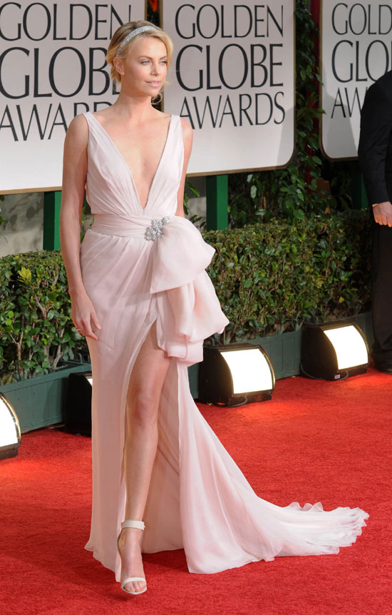 Charlize theron golden globes 2012