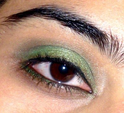 Summery Greens: Eyes of the Day