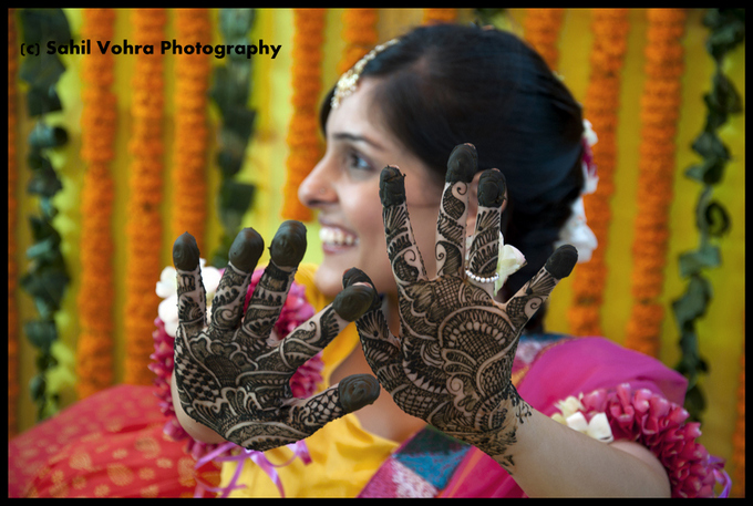 Mehndi Hairstyles With Paranda : P&b real brides: meet the bindaas bride kariba peachesandblush