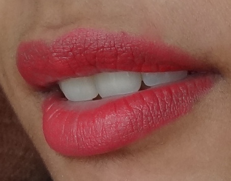 maybelline-14hr-lipstick-stay-with-me-coral-4